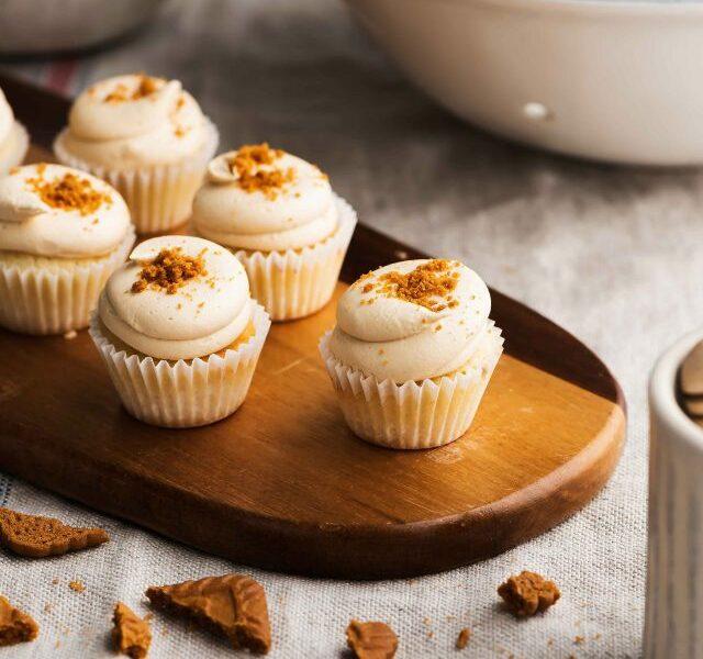 Mini-Lotus-Cupcake