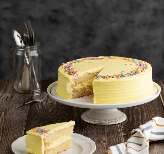 Yellow Daisy Cake 2